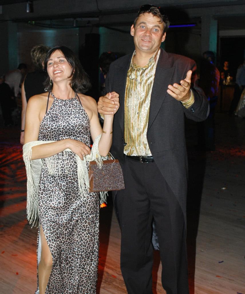 Menthetetlen R. Kárpáti Péter és Kenéz Mariann házassága, 23 év után válnak - árulta el a Story magazinnak a Barátok közt egykori Berényi Andrása. További részletek itt »
