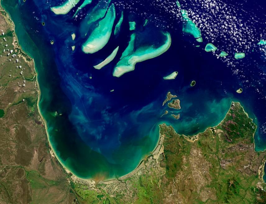 A Queen Charlotte-öbölben 1999. március 1-én egy morgáshoz hasonló hangot rögzítettek. A Julia-hang névre keresztelt zajról a tudósok úgy gondolják, hogy az óceán és a jég interakciója okozhatja, de jelenleg erre sincsen semmilyen bizonyíték. Kattints ide, és hallgasd meg!