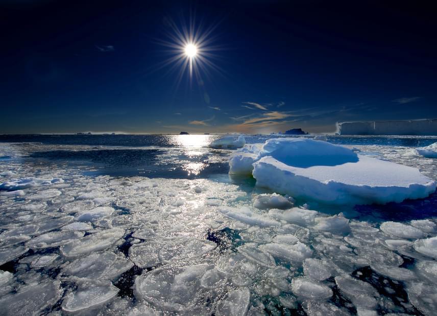 A speciális, víz alatti mikrofonok 1997. március 5-én észlelték először a vonathangot az Antarktisz mellett fekvő Ross-tengeren, mely a Déli-óceán része. Mivel a közel egyenletes frekvenciájú hang leginkább egy mozdony kürtjének a hangjára hasonlít, a nevét is erről kapta. A tudósok szerint egy jéghegy súrlódása okozza a zajt, de ez csak feltételezés. Kattints ide, és hallgasd meg!