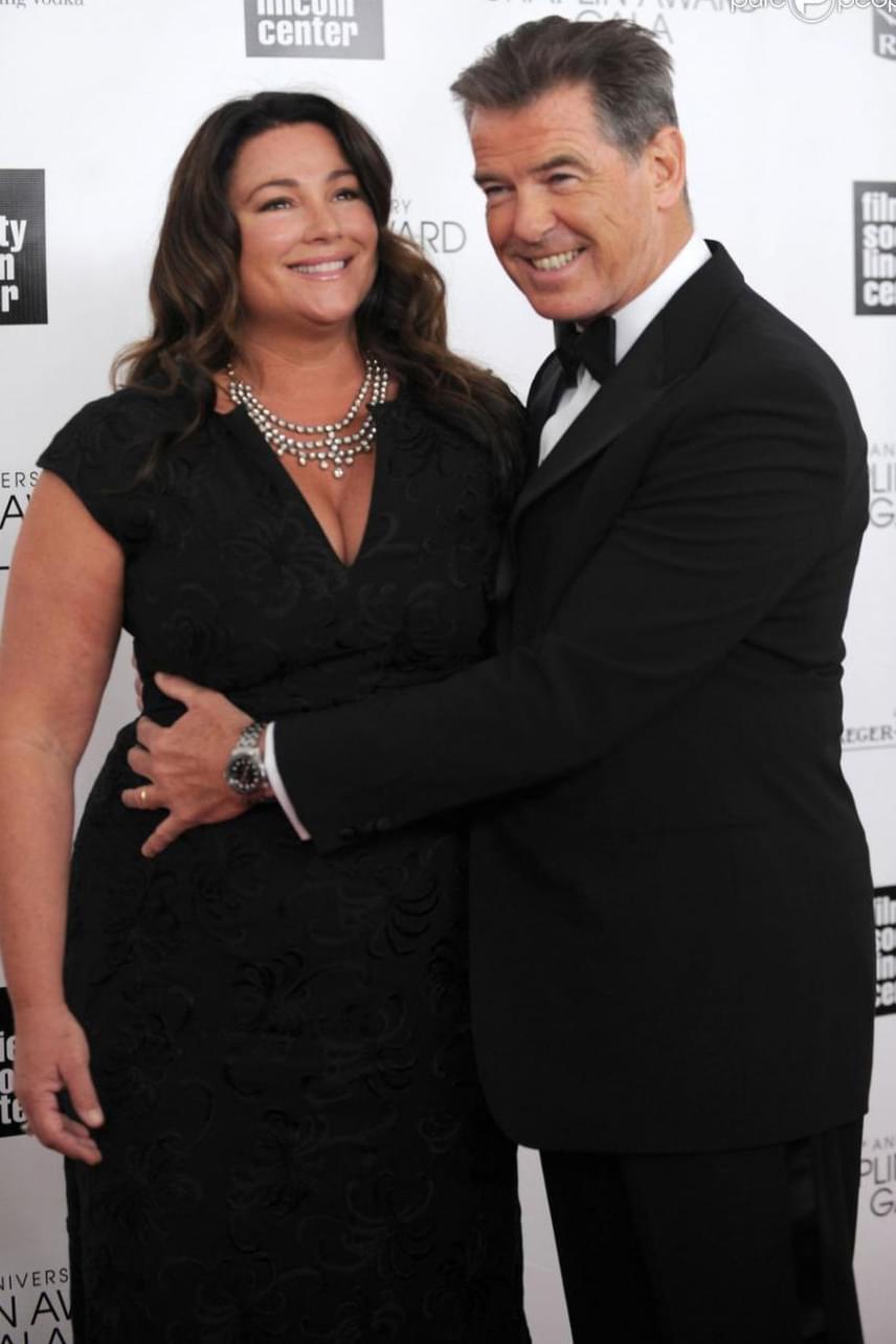 Pierce Brosnan filigrán felesége, Keely Shaye Smith az évek során jó néhány kilót felszedett, de ez a sármos színészt egyáltalán nem zavarja. Miután első felesége rákban elhunyt, számára csak az a fontos, hogy a párja egészséges és boldog legyen.