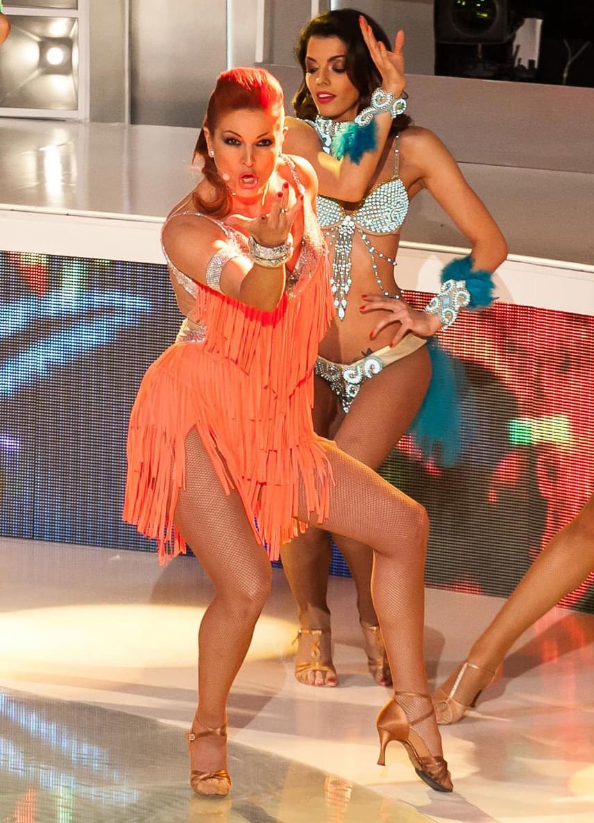 A negyedik adásban Ricky Martin dala testhezálló feladat volt Andrea számára - ebben a szexi fellépőruhában bevethette tánctudását.