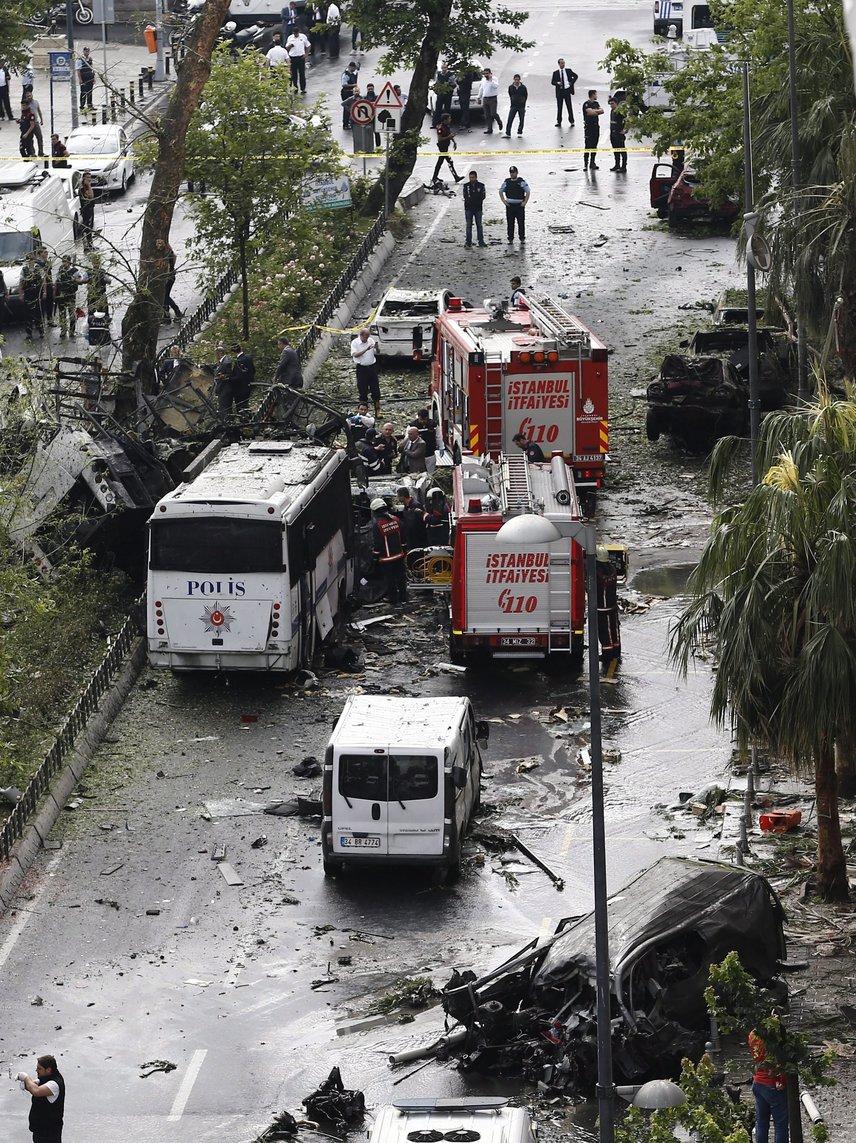 A robbantás egy népszerű, turisták által is látogatott környéken történt.