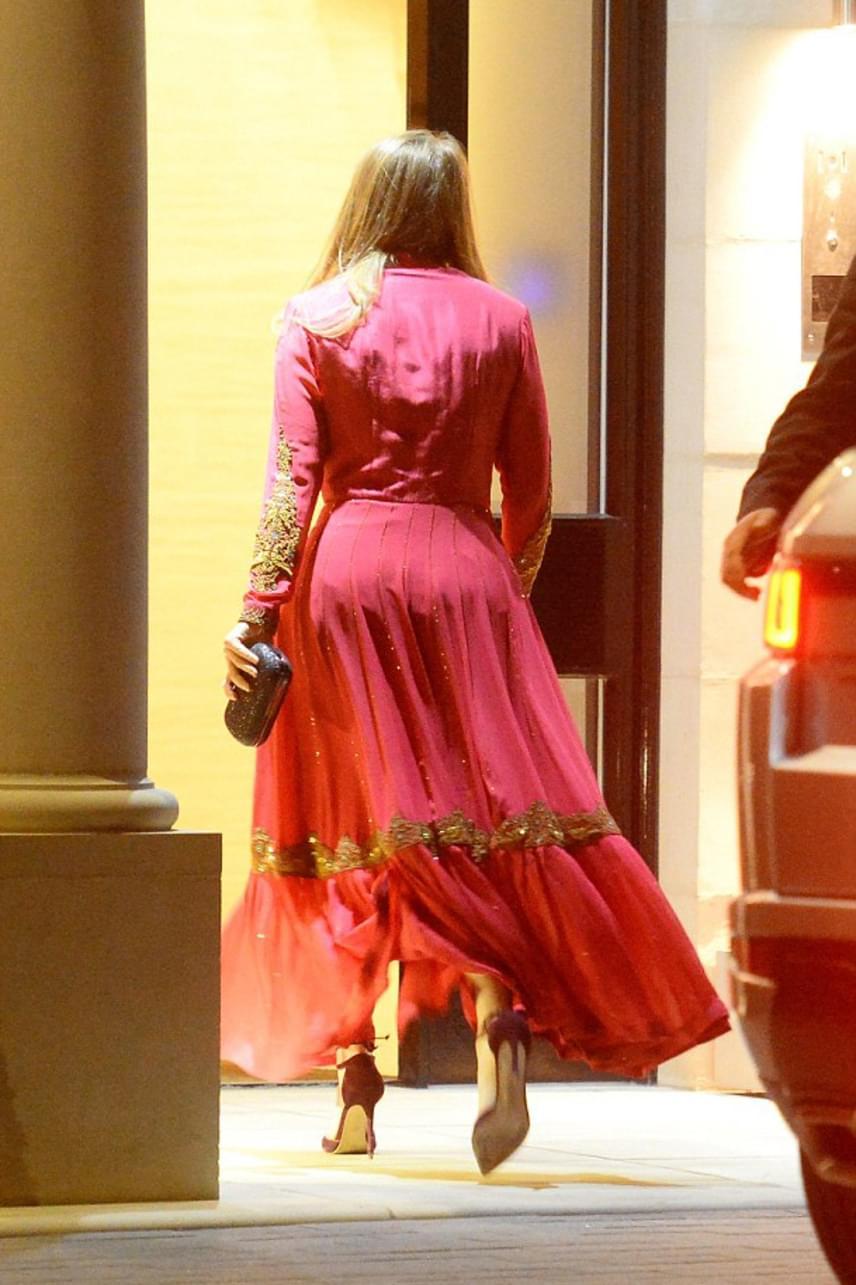 Az arany betétek miatt a ruha hátulról talán még szexibb volt - ráadásul remekül kiemelte a hercegnő kerek popsiját.