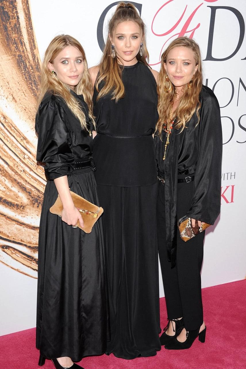 Az Olsen lányok nem maradhatnak ki egy divattal kapcsolatos eseményből sem. Ezúttal nemcsak Mary-Kate és Ashley, hanem nővérük, Elizabeth is tiszteletét tette.
