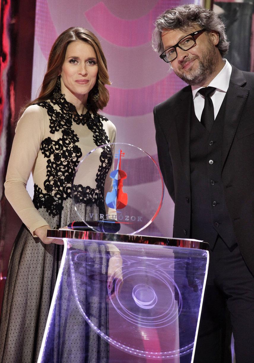 Varga Edit a Madanti estélyi ruhájában ragyogott műsorvezetőtársa, Bősze Ádám oldalán.