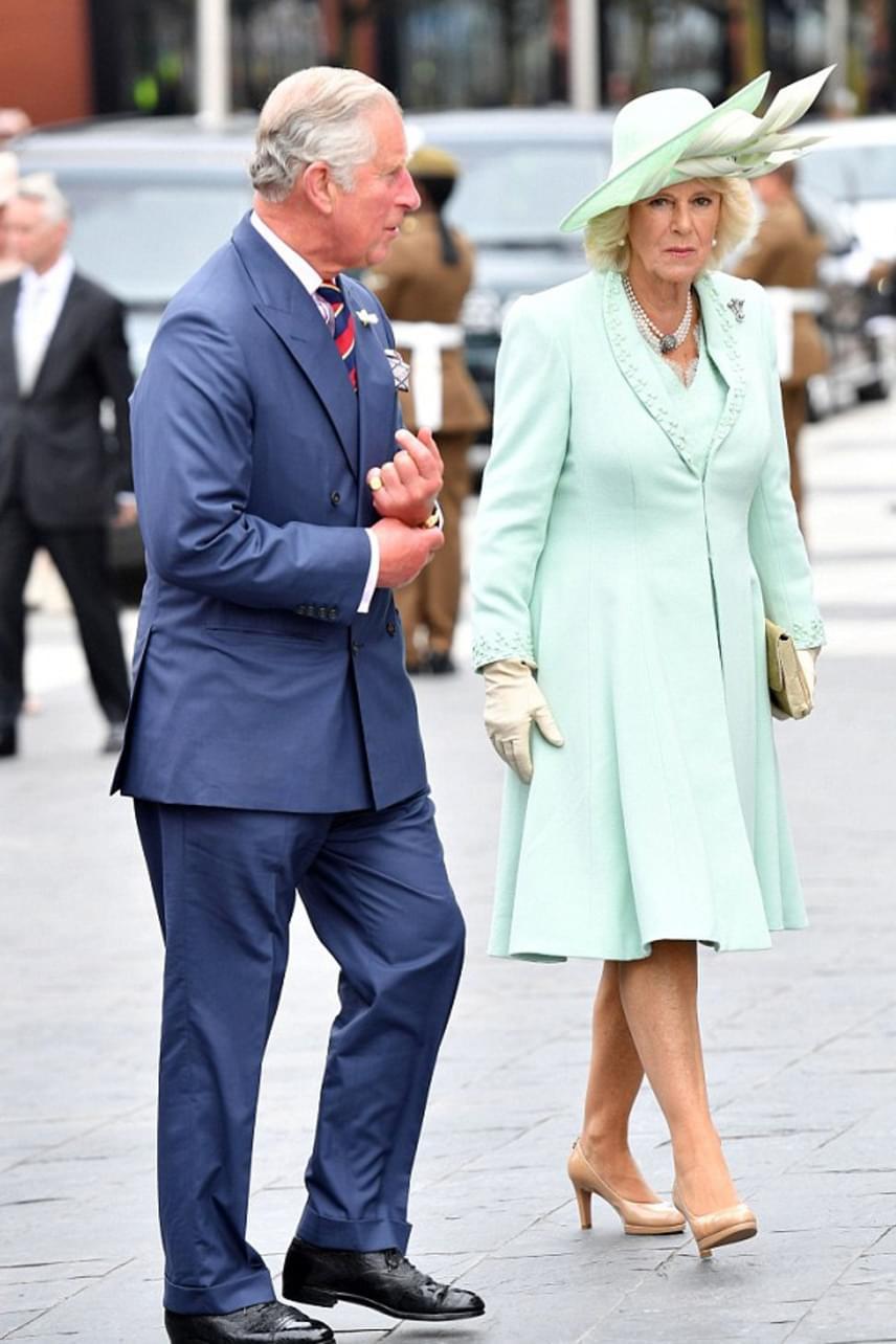 Kamilla hercegnő kínos helyzetbe került, amiért nem egyeztetett a királynő öltöztetőjével - a megalázó szituáció után legközelebb biztosan nem felejti el.