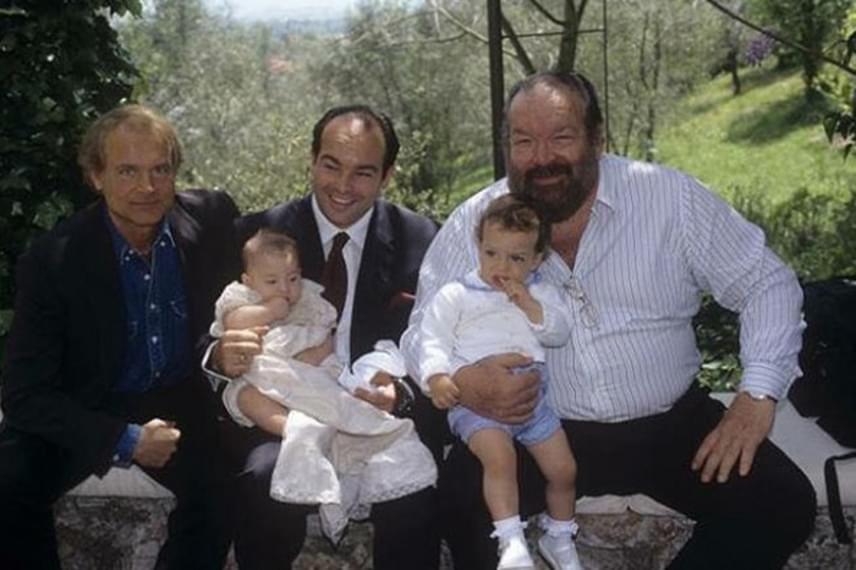 Bud Spencer, Giuseppe, Carlo és Alessandro mellett a család jó barátja, Terence Hill is helyet kapott a közös fotón.