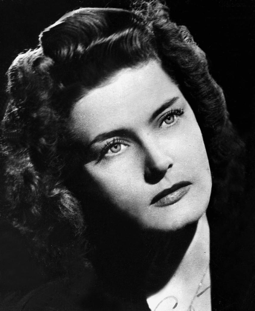 Karády Katalin a háború után egyre kevesebbet szerepelt, vidéki színpadokon léphetett csak fel. A színésznő végül úgy döntött, nem kíván Rákosi rendszerében élni, és 1949-ben elhagyta Magyarországot.
