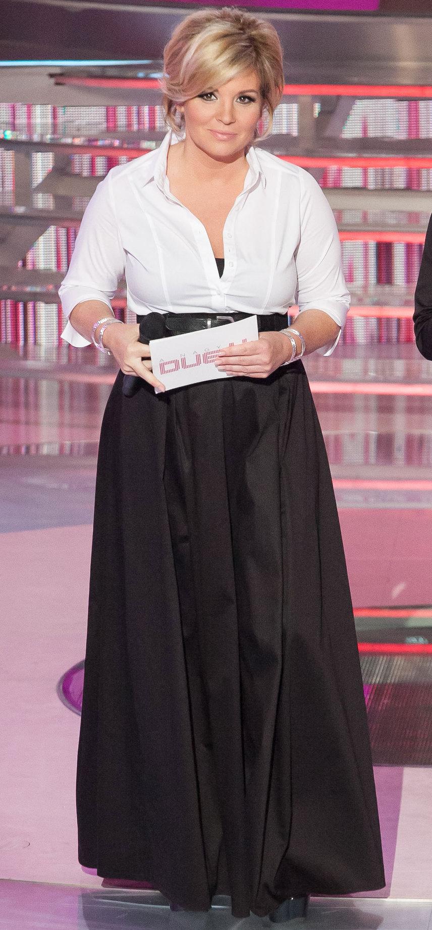 Egy másik példa a fekete-fehér összeállításra: Marks & Spencer blúz és Sugarbird szoknya - máris nem hagyományos párosítás, ha a szoknyát mell alatt egy övvel viseljük.