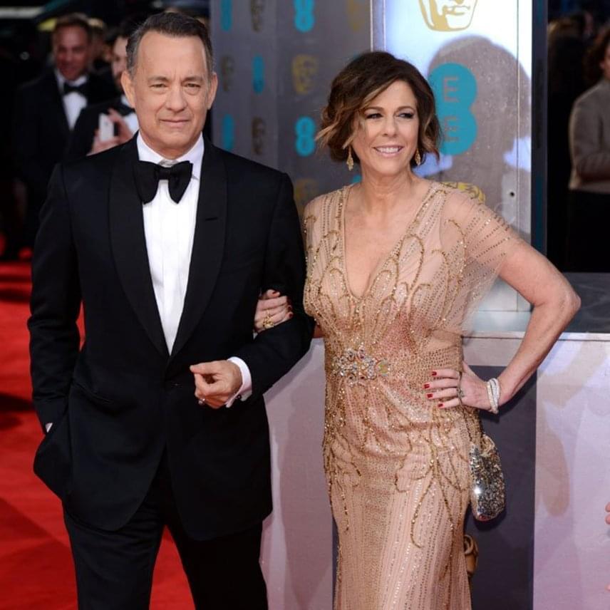 Tom Hanks felesége, Rita Wilson tavaly számolt be a sajtónak arról, hogy a rák megtámadta a szervezetét. Az 59 éves színésznő elszántságának köszönheti, hogy még idejében észrevették a betegséget, mivel több orvosnál járt, mire diagnosztizálták a kórt. Ő is a dupla mell-levételt választotta.