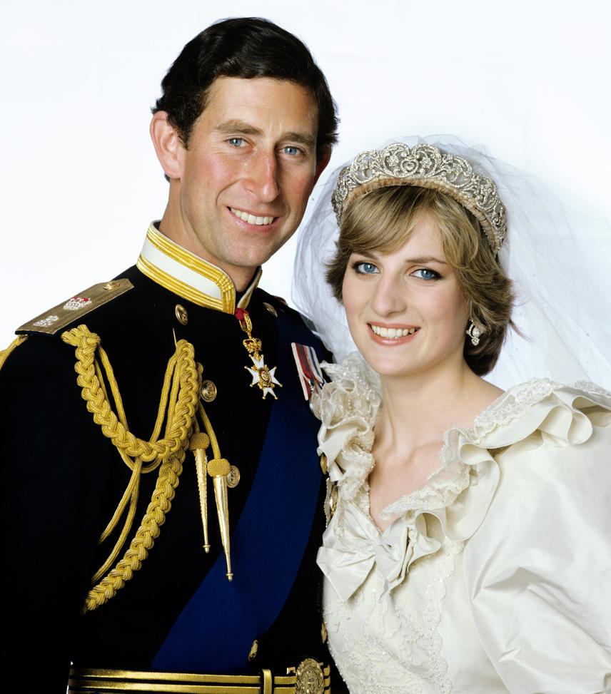 Diana hercegnő és Károly herceg válása akkoriban hatalmas botránynak számított: kiderült ugyanis, hogy a herceg kapcsolatuk elejétől kezdve csalja a gyönyörű Dianát jelenlegi feleségével, Camilla Parker Bowlesszal. Diana dühében a British TV-nek adott egy nagyinterjút férje hűtlenkedéséről.