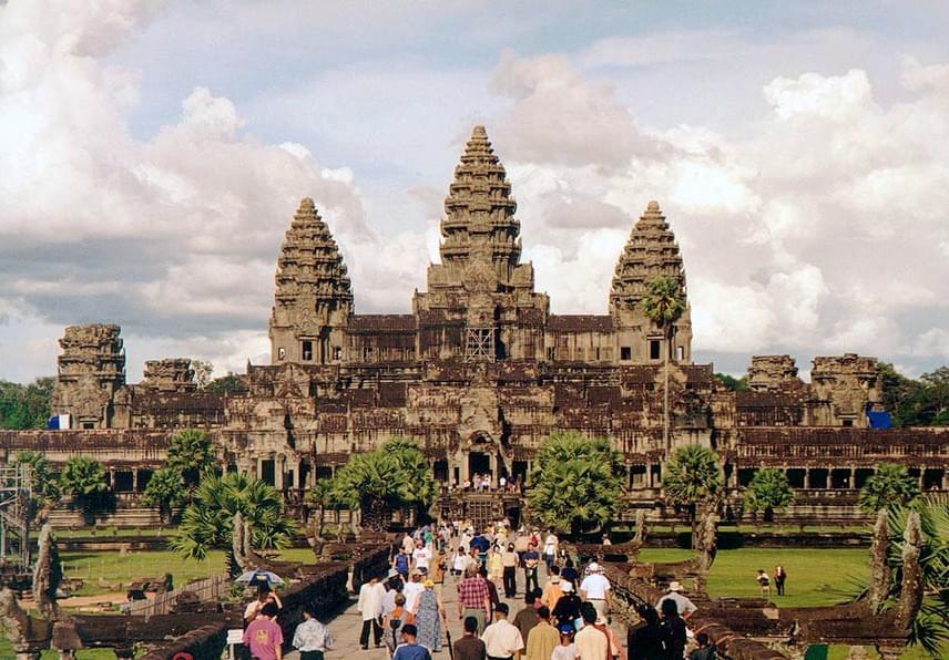Ma Angkor Délkelet-Ázsia egyik leglátogatottabb kulturális emléke, amelyet az UNESCO 1992-ben a Világörökség részévé nyilvánított. A kambodzsai templomok a milliós látogatottság miatt többször veszélybe is kerültek, ezért folyamatosan szükség van restaurálásukra.