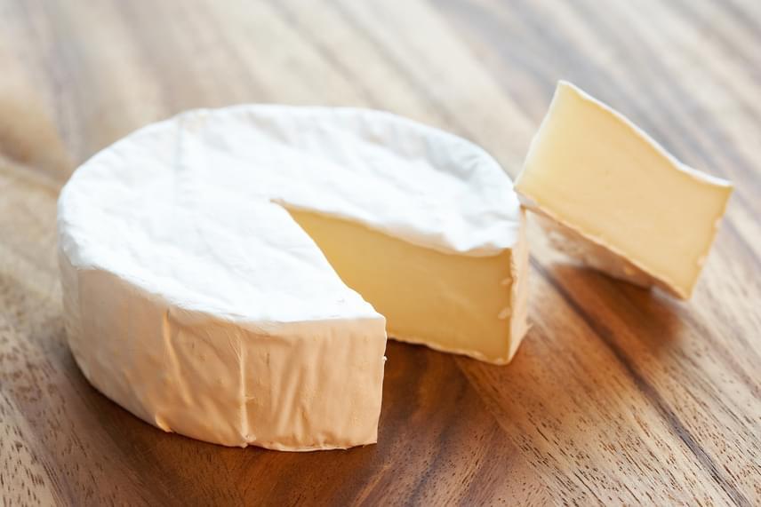Az olyan ételek, melyeknek volt idejük érlelődni, nagy mennyiségben tartalmazhatnak tiramint, melynek bizonyítottan köze van a fejfájás, illetve a migrén kialakításához, illetve a tünetek fokozásához, így a régi, érlelt sajtokkal érdemes vigyáznod, ha előbbiekre te is hajlamos vagy.