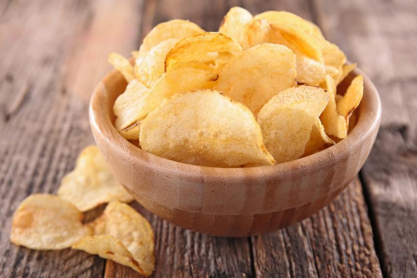 A monoszódium-glutamát nevű ízfokozó szintén válthat ki fejfájást, illetve migrént, elsősorban pedig az ázsiai ételekben, csomagolt élelmiszerekben, a szójaszószban, a chipsekben, illetve a bögrés levesekben találkozhatsz vele.
