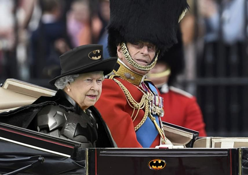 A Batman-filmeknél maradva: Erzsébet, mint ünneplet hős, és mint a haza megmentője.
