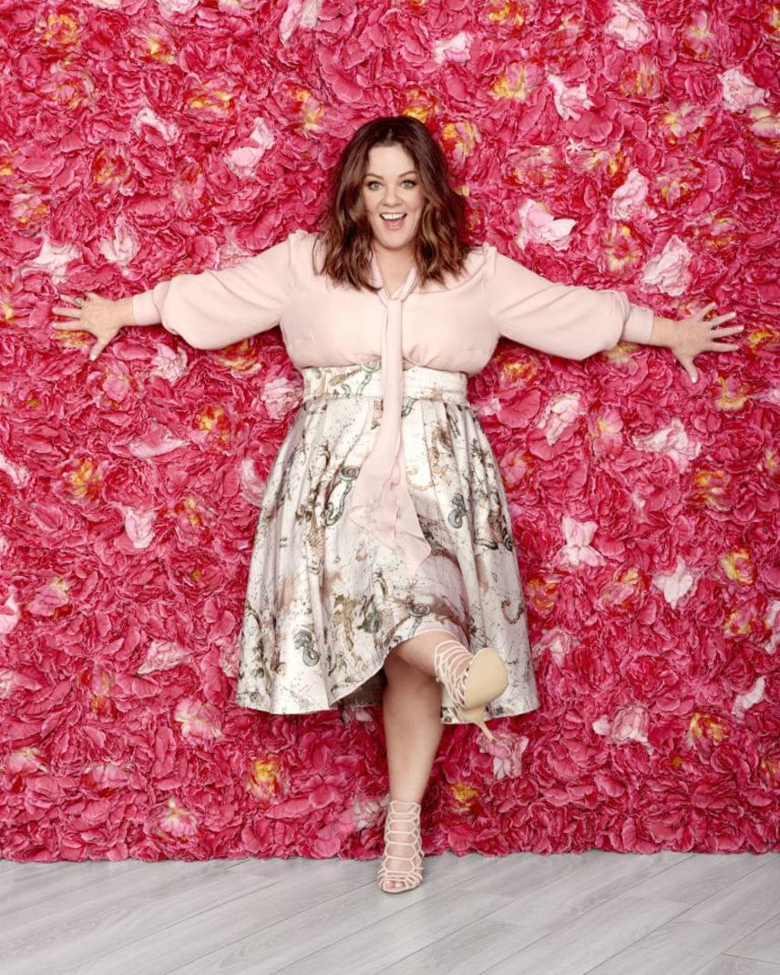 Hollywood egyik legjobban fizetett színésznője, Melissa McCarthy saját molett-divatmárkát hozott létre, és pár éve őt választották meg a legvonzóbb duci hírességnek.