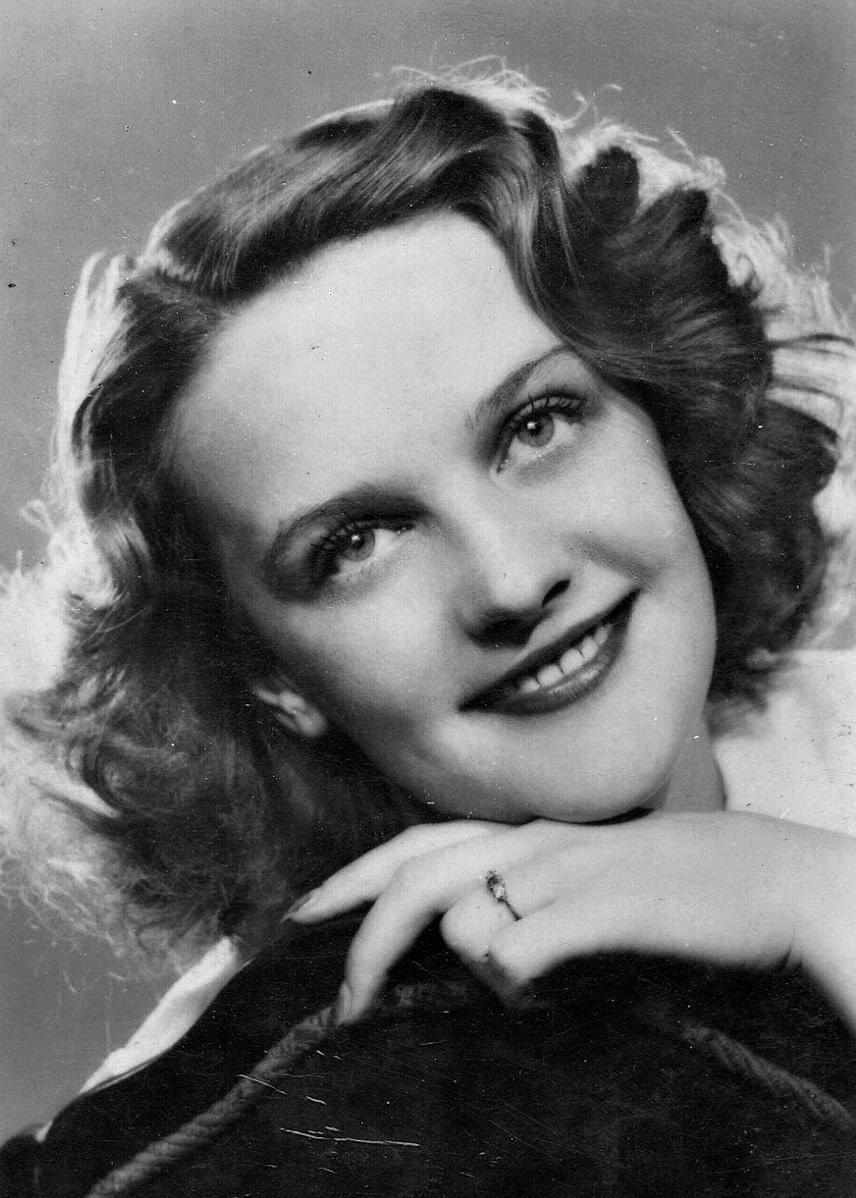 Tolnay Klári már ünnepelt színésznő volt, amikor 1946-ban Várkonyi Zoltán felkérte Darvas Ivánt, hogy játssza el Orfeuszt Jean Anouilh Eurüdiké című darabjában. A pályakezdő Darvas és Tolnay egymásba szerettek, össze is házasodtak. Házasságuk 1959-ban válással végződött.