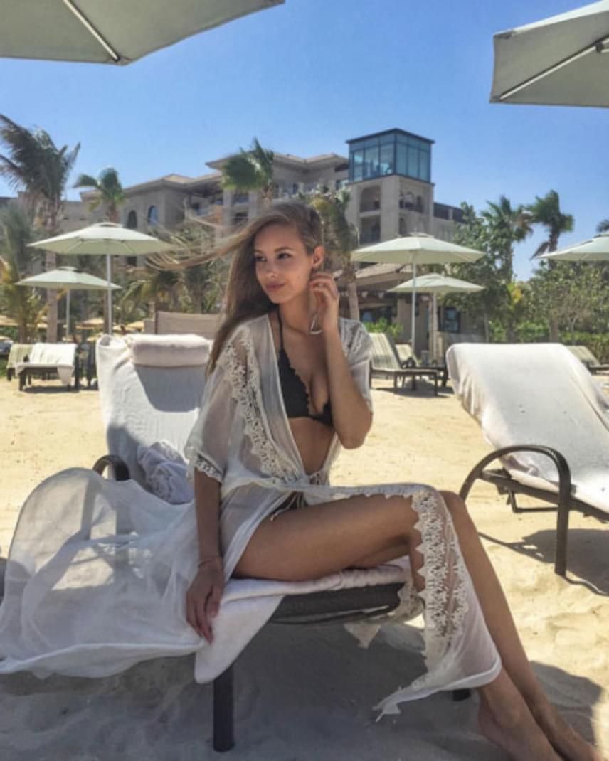 Viki keresett modell, ami bikinis alakját elnézve nem nagy meglepetés.