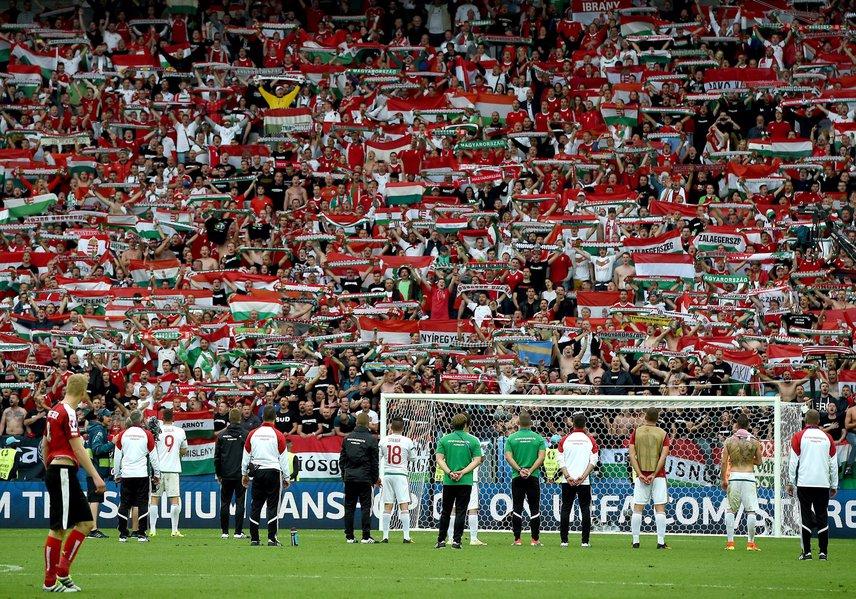 Körülbelül 10 ezer magyar szurkoló segítette a válogatottat a helyszínen.