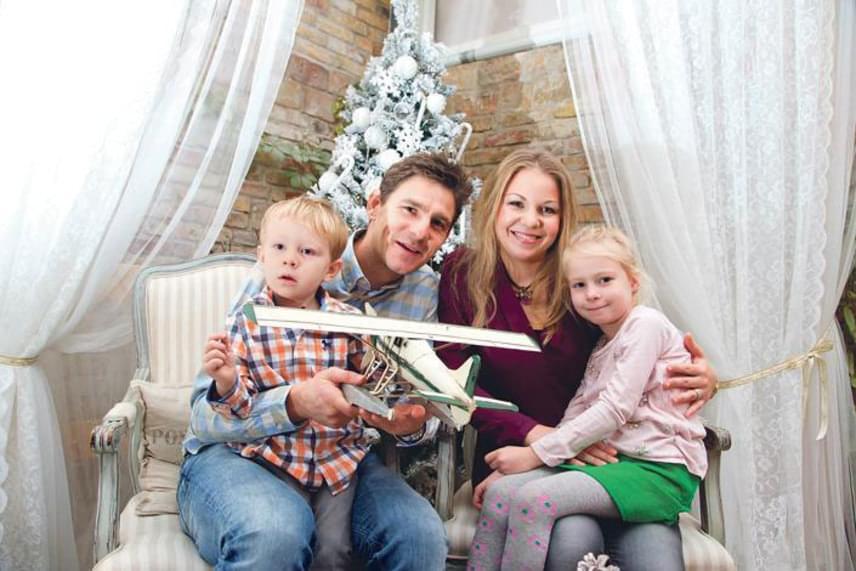 Gera Zoltán és családja 2014 karácsonyakor. Tímea és a gyerekek nem utaztak ki az Eb-re, inkább itthon, a tévé képernyője előtt szurkoltak.