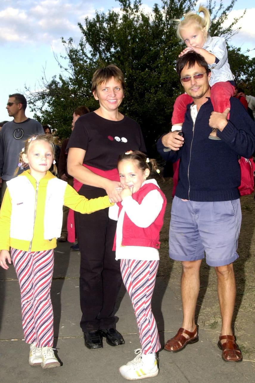 Kádek Heni és Vízy András kapcsolatából három kislány született, Lola, Barbó és Dona - a kép 2003-ban készült.