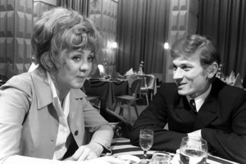 Az 1972-es Jó estét nyár, jó estét szerelem című tévéfilmben a fiatal Halász Judittal.