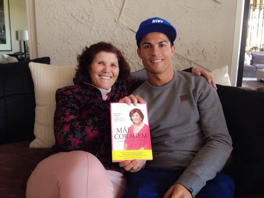 Korábban Ronaldo jelentős összeggel támogatta szülőhelye, Madeira kórházát is, ahol 2009-ben az orvosok megmentették édesanyja életét. A kórház az adományból egy, a rákos betegek felépülését támogató központot hozott létre.