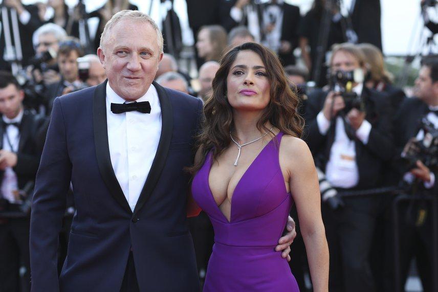 A világ egyik legszebb színésznőjének, Salma Hayek-nak minden ujjára legalább 10 pasi jutna, ő azonban leghorgonyzott François-Henri Pinault vállalkozó mellett, akivel 2009-ben keltek egybe.
