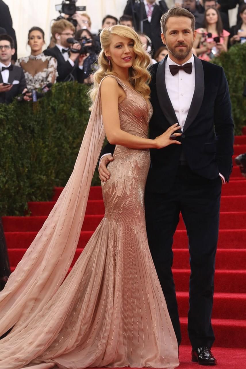 Ryan Reynolds és Blake Lively 2011-ben, a Zöld lámpás című film kapcsán ismerkedett meg egymással. Ekkor a színész még Scarlett Johansson férje volt. Miután elváltak, szinte rögtön randizni kezdett Blake-kel, akivel 2012-ben össze is házasodott. James nevű fiuk 2014-ben született meg.