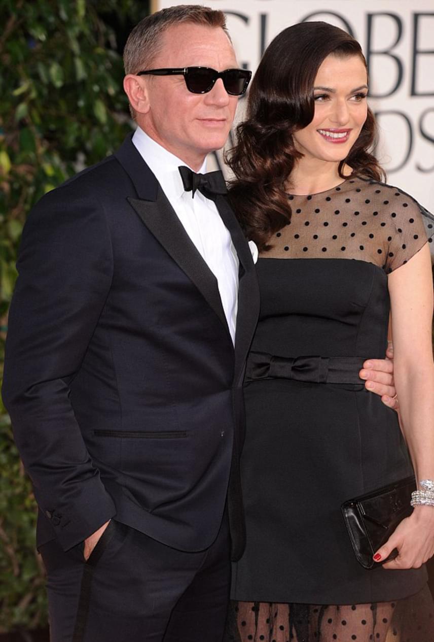 A 007-es ügynök, Daniel Craig és felesége, Rachel Weisz az Álmok otthona forgatásán szerettek egymásba. Mindketten párkapcsolatban éltek akkoriban, azonban úgy döntöttek, együtt folytatják életüket: a színésznő elvált férjétől, Darren Aronofskytól, míg Daniel Craig felbontotta eljegyzését Satsuki Mitchell-lel. 2011-ben házasodtak össze.