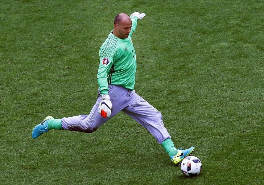 A szerencsét hozó és roppant kényelmes mackóalsó természetesen az Európa-bajnokságra is elkísérte a magyar kapust, aki az Ausztria és Izland ellen játszott mérkőzéseken is ebben védett.