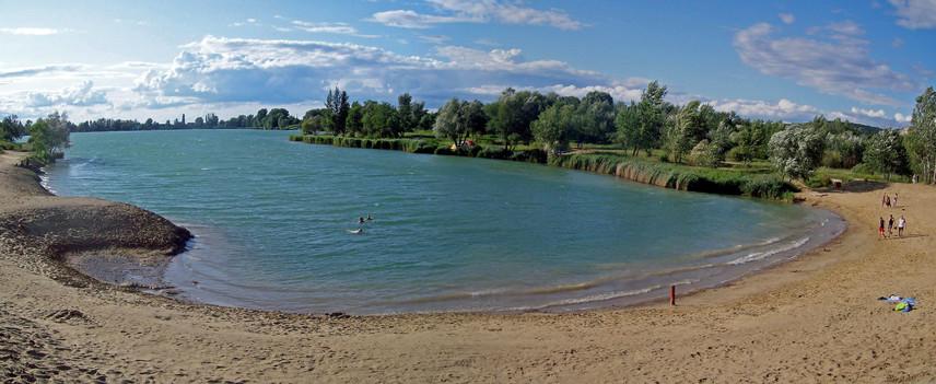 A Palatinus-tó a Dorogi-medence legnagyobb tava, nevét a Budapestről érkező fürdőzőknek köszönheti, akik úgy tartották, hogy a víz minősége a strandfürdőével megegyezik, ami nem csoda, hiszen az ország egyik legtisztább vizű tavának számít. A helyiekDorogi-tóként ismerik, és bár mesterséges eredetű bányató, élővilága mára rendkívül gazdag. A kiépített strandra 1100 forint a felnőtteknek szóló belépőjegy.