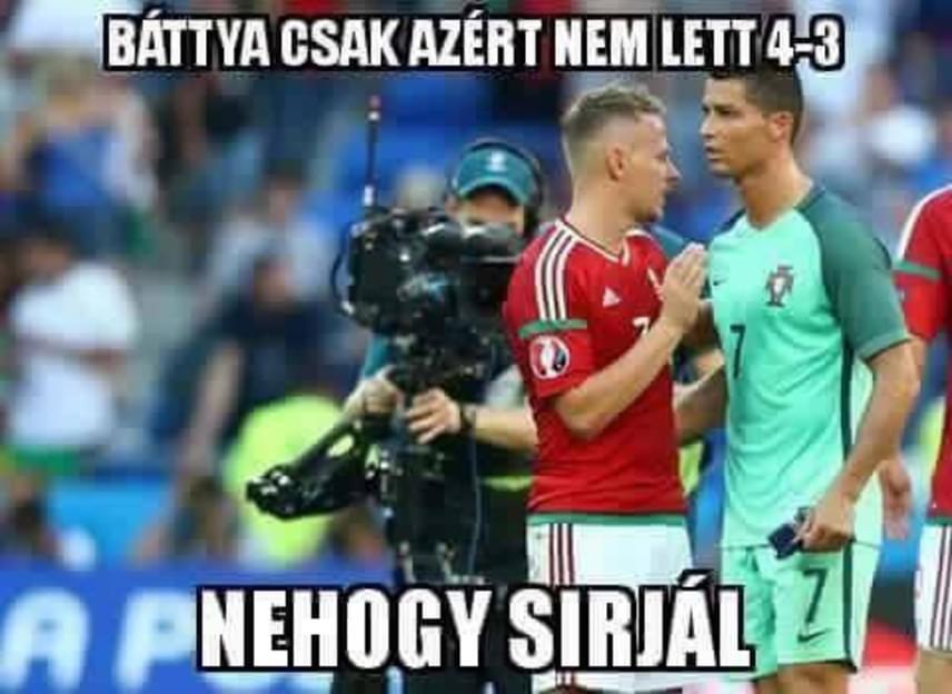 Cristiano Ronaldo hisztije sokakat fakasztott mosolyra: a magyar szurkolók szerint Dzsudzsák Balázs is csak megsajnálta a portugál játékost, azért nem lőtt több gólt.