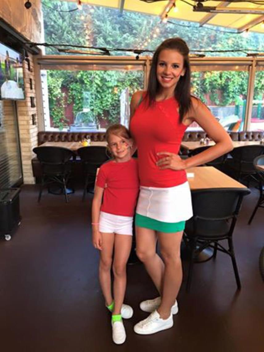 Sarka Kata csak csajosan szorított a magyar válogatottnak: lányával, a hétéves Noncsival piros-fehér-zöldbe öltöztek.