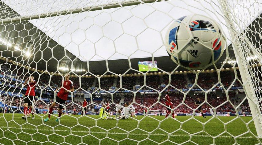 Az első gól. Szalai Ádám rúgta Ausztria ellen.