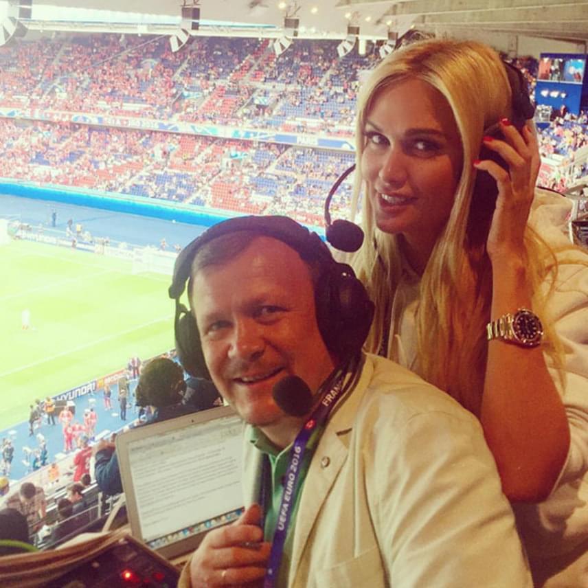 Victoria Lopyreva 2007 óta közvetít focimeccseket, a sportműsorok háziasszonya természetesen a franciaországi foci-Eb-n is dolgozott. Őt választotta a FIFA a 2018-as labdarúgó-világbajnokság egyik nagykövetének.