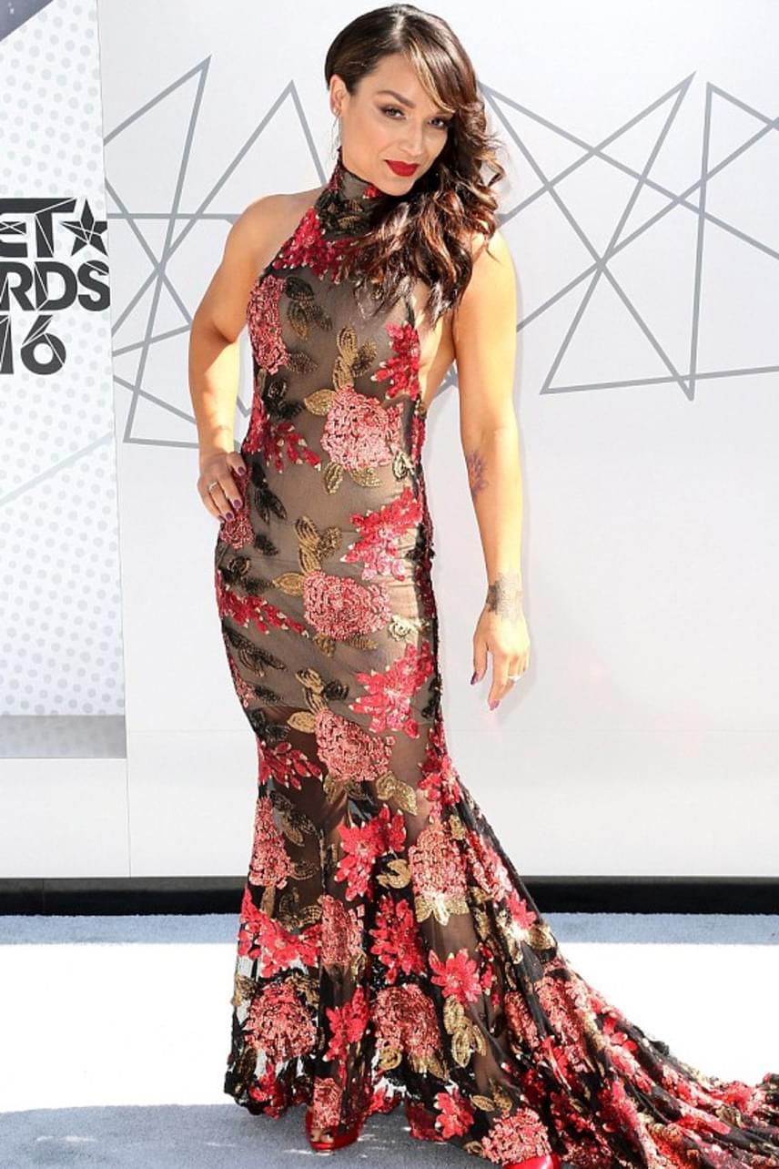 A 42 éves Mayte Garcia csak úgy tündökölt: rózsamintás, hableány stílusú pucérruháját látva mindenki megfordult utána.