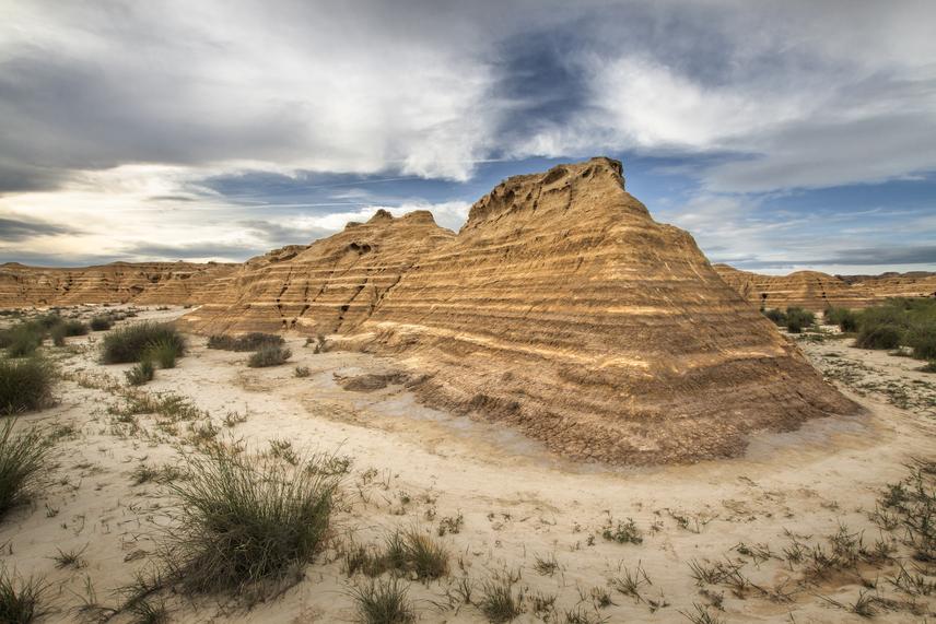 A Dothraki-tenger egy része viszont éppen az észak-spanyol tartományhoz, Navarrához köthető. A Bardenas Reales egy félsivatagos terület az országban. Az effajta látványos, ám kedvezőtlen körülményekkel bíró térséget sokatmondóan badlandeknek is nevezik.