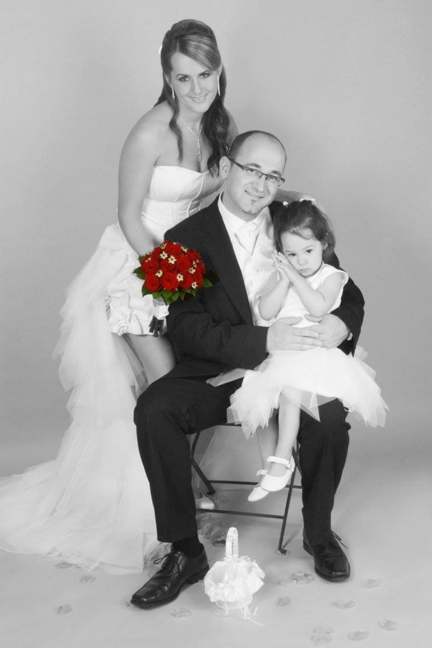 Gábor Betti kezét párja, Moszi, azaz Sándor 2010-ben, az énekesnő 30. születésnapján kérte meg. Rá egy évre megtartották a lagzit, ahol a sztárpár kétéves kislánya, Kitti hajnali kettőig mulatott. Az énekesnő egy különleges szabású miniruhában mondott igent szerelmének.