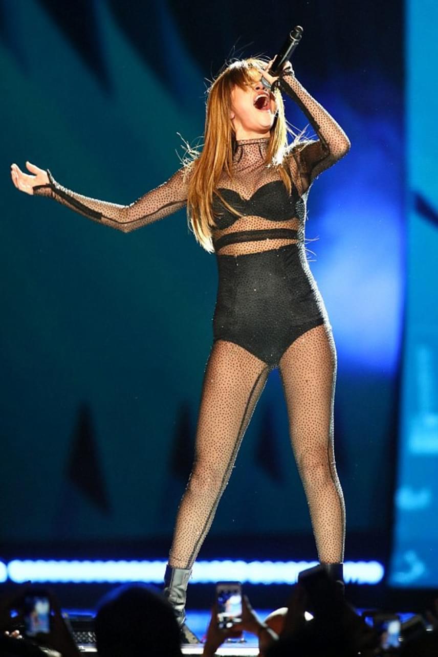Sokan kritizálták az énekesnőt korábban az alakja miatt: sokak szerint nem elég vékony Hollywoodhoz. Szerintünk teljesen normális az alkata, egészséges és szexi!
