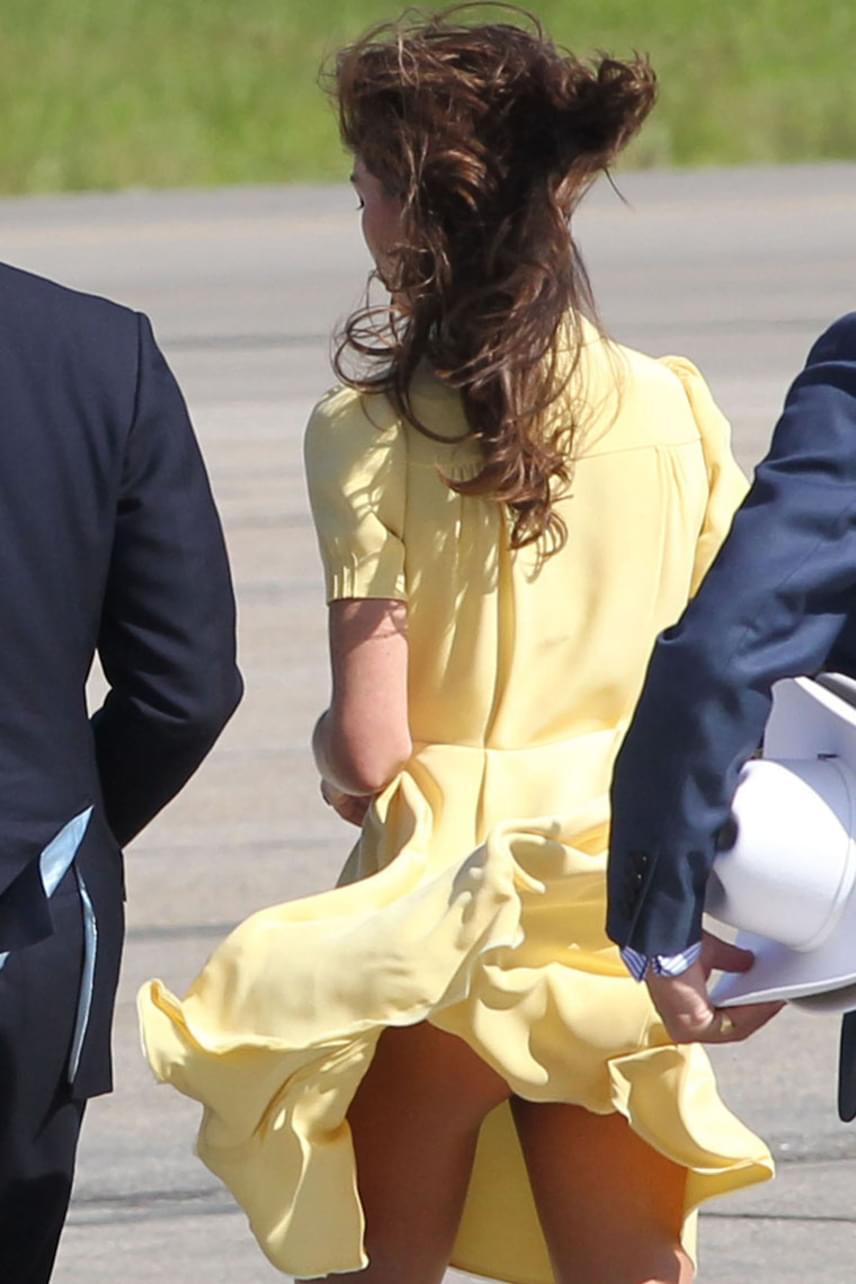2011-ben Kanadában nemcsak a fogadóbizottság, hanem az egész sajtó láthatta a hercegné fenekét, amikor sárga Jenny Packham ruháját felkapta a szél.