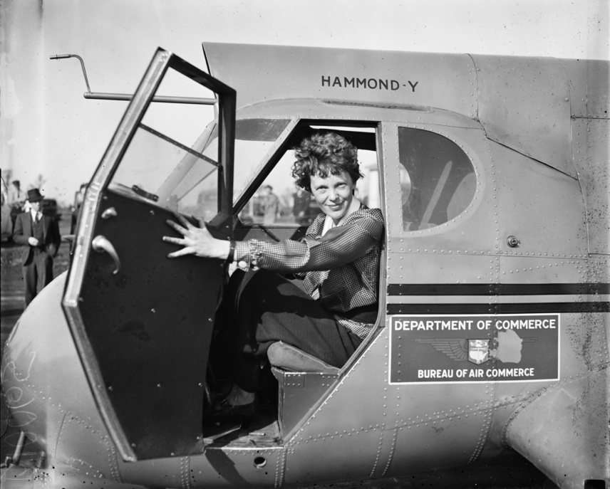 Az Amerikai Haditengerészet 66 repülőgéppel és kilenc hajóval indult Amelia Erhart gépének keresésére, de sem roncsokat, sem vízfelszínen maradt üzemanyagfoltot nem találtak a Csendes-óceánnak azon a területén, ahol eltűnését feltételezték, márpedig egy lezuhant gép rendszerint hagy ilyen jellegű nyomokat maga után. Két teljes héten és még két napon át kutatták a repülőgépet, de nem leltek nyomára. A szokatlan rejtélyességgel eltűnt gép kapcsán találgatások indultak el, és máig nem maradtak abba: az óceán mélyére süllyedés, hadifogság, de még a paranormális eltűnés lehetősége is felmerült.