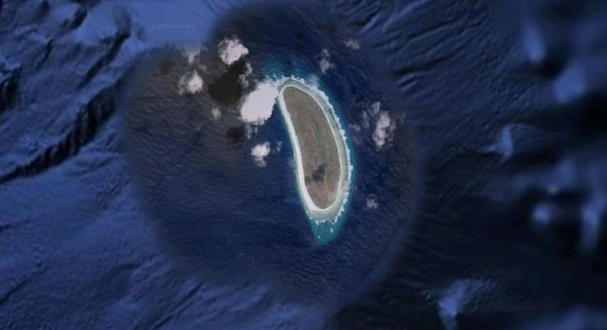 A rejtélyes eltűnés feltételezett helyszíne a Howland-sziget térsége, mely sziget a Csendes-óceán közepén található, 3100 kilométerre Honolulutól, félúton Ausztrália és Hawaii között.