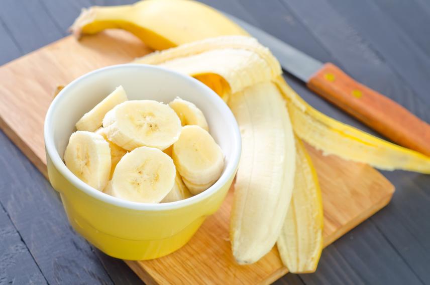A kalcium nemcsak a csontritkulás megelőzése miatt fontos, de az idegrendszernek és az izmoknak is nagyon jót tesz. A sajt, a banán, a túró, a tej és a leveles zöldségek mind segítenek az edzés közben jelentkező görcsök megszüntetésében és a kilók leadásában.