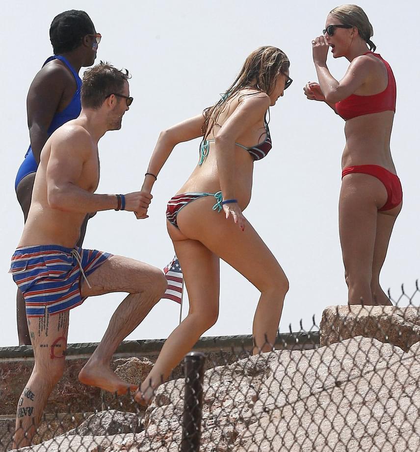 Az ifjú szerelmespár nem kettesben fürdőzött: egy csapat világsztár volt még velük, köztük a várandós Blake Lively és férje, Ryan Reynolds.