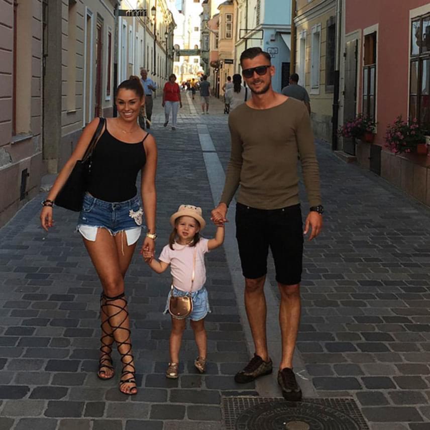 A 29 éves Priskin Tamás a hétvégén családja körében töltődött fel: menyasszonyával, Petrával nyolc éve vannak együtt, nyáron lett volna az esküvőjük, de az Eb miatt elhalasztották. A párnak egy kislánya is született, a kis Lia már két éves.