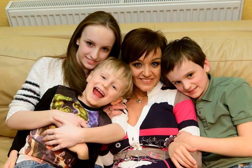 A 24 éve tartó szerelemből három gyönyörű gyermek született: Blanka, Domonkos, és Csaba. Mindannyian elképesztően hasonlítanak híres édesanyjukra.