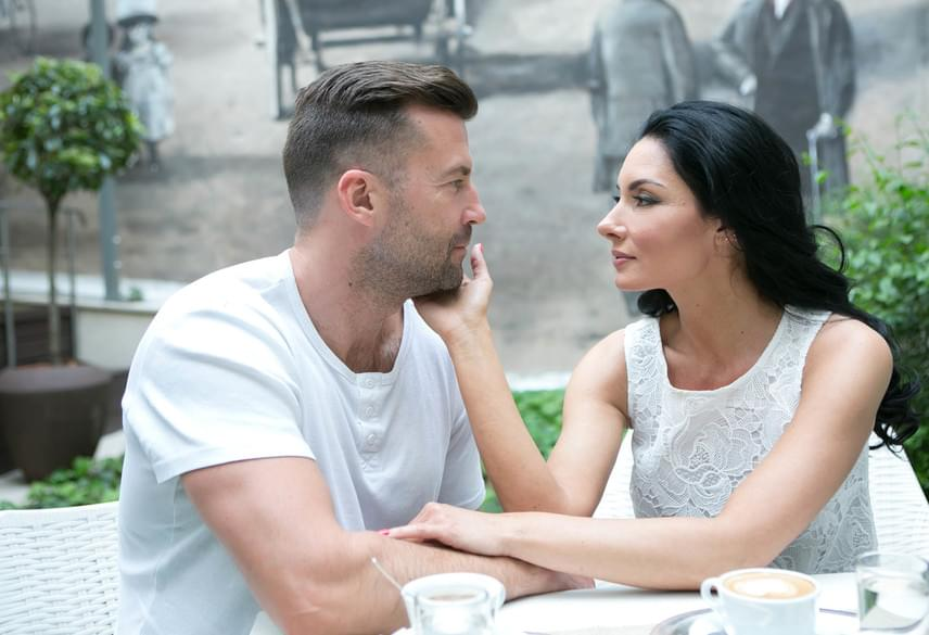 Miután Somogyi Istvánnal különváltak útjaik, egy évig egyedül volt, majd az Új Színházban megismerte kollégáját, Szarvas Attilát, akihez 2014 augusztusában ment feleségül. Állítása szerint senki nem szerette olyan odaadással, mint a negyedik férje.