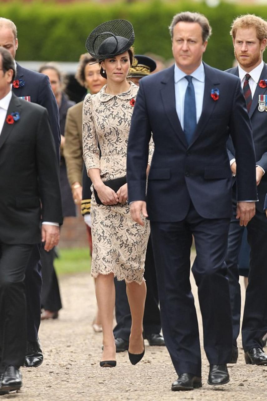 Úgy tűnik, mintha Katalin hercegné a levegőben sétálna, pedig csak egyszerű optikai csalódás áldozatai lehettünk.