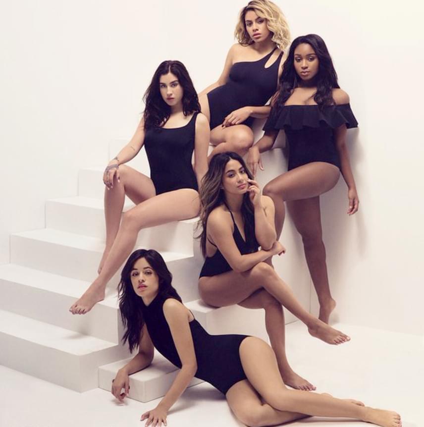 A Billboard magazinban jelent meg ez a kép a Fifth Harmonyról, és első ránézésre nincs is rajta semmi furcsa, de ha jobban megnézed, láthatod, hogy a középső lánynak, Ally Brooke-nak mindkét lába egy-egy jobb lábfejben végződik.